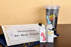 A welcome gift will go a long way to make a new employee feel welcome and a part of the team. Welcome New Employee, Welcome To Our Team, Work Gifts, Office Gifts, Employee Morale, Staff Morale, Employee Recognition, First Day Of Work, Work Activities
