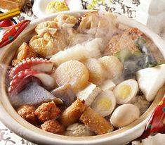 Oden Hotpot is a favourite winter dish in Japan made from various ingredients stewed together in a konbu kelp and dashi based stock. Asian Recipes, New Recipes, Healthy Recipes, Ethnic Recipes, Japanese Dishes, Japanese Food, Japanese Recipes, Winter Dishes, Hot Pot