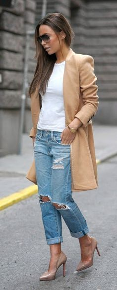 Street style | White tee with camel coat, boyfriend jeans and tan heels