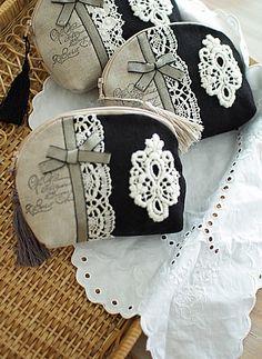 small articles , My handmade Handmade Bags, Handmade Items, Shabby Chic Stil, Lace Bag, Frame Purse, Diy Handbag, Creation Couture, Patchwork Bags, Beaded Purses