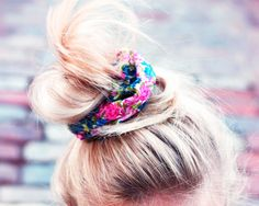 Love this tutorial: How To Make Your Own DIY Scrunchie! from @Zandra McArthur Dunn Noel Watkins Magazine