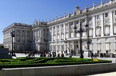 El Palacio Real se asienta sobre el solar del antiguo Alcázar de Madrid, fortaleza medieval convertida en suntuoso palacio por Juan II, Carlos V y Felipe II, que lo convirtió desde 1561 en la resid...