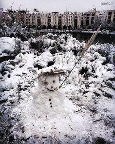 Nouveau voisin (New neighbour) 2018 Atelier Sous Reserve sous la neige #anotherdayattheoffice #sameplace #differentday #snow #winter #street #france #creteil #wanderlust #dreamscape #snowman #portrait #bonhommedeneige