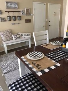 rustic farmhouse living room design and decor ideas for your home 7 Country Farmhouse Decor, Farmhouse Kitchen Decor, Farmhouse Style, Farmhouse Placemats, Room Decor For Teen Girls, Dining Room Design, My New Room, Living Room Decor, Sweet Home