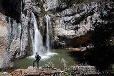 El arroyo de la Hoz se precipita en la Cascada de la Fuentona, dentro del Monumento natural de La Fuentona. Muriel. Soria. Castilla y León. España © Javier Prieto Gallego