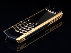 Pure Gold Vertu Signature Boutique Quality Cell Phone