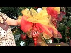 Best tutorial on how to make a decorative mesh bow video Deco Mesh Bows, Deco Mesh Crafts, Wreath Crafts, Diy Wreath, Holiday Crafts, Diy Crafts, Christmas Holidays, Christmas Wreaths, Christmas Ornaments