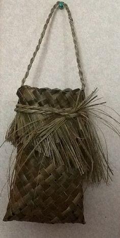 Harakeke Kete .. Made by Delwyn McManus, NZ New Zealand Flax, Flax Weaving, Flax Flowers, Maori Designs, Kite, Grapevine Wreath, Feathers, Baskets, Paper Crafts