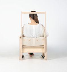 椅子に弦を取り付け奏でることができるようにした「echoism chair」。Jaeyoung Jang氏の作品。その独特な音色は癖になる。椅子と楽器を合わせることでただ座るだけでなく音を楽しむことを可能にした。