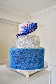 Blue Wedding Cake  By Jenny Ho Delicatesse Postres Panamá   #delicatessepostres #wedding #weddingcake #postres #sugarflowers #panama #love #bodaspanama #bodas #sugarart #cakeart  #bluewedding #blue Blue Cakes, Love, Desserts, Deserts, Weddings, Amor, Tailgate Desserts, Postres, Dessert