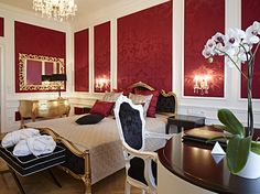 One of the royal bedreooms - the Schloß Schönbrunn Grand Suite is just in the center of the beautiful Schönbrunn Palace. If you want to be a princess or a prince feel free to contact us. :) #feelingRoyal in a special hotel room. www.austria-trend.at/Suite-Schloss-Schoenbrunn/en/