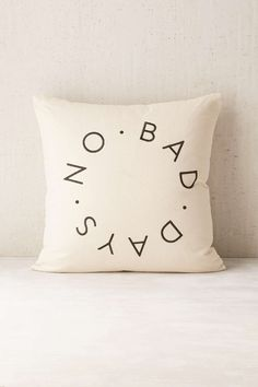 Coussin No Bad Days Assembly Home - Urban Outfitters
