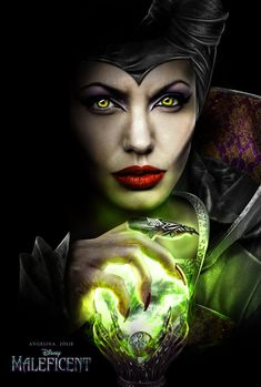 MALEFICENT PLOT AND POSTER The never-before-told story of the iconic Disney villain of the 1959 classic film, Sleeping Beauty. Maleficent, a beautiful young woman with a pure heart, has an ideal life. Maleficent 2014, Angelina Jolie Maleficent, Maleficent Makeup, Maleficent Tattoo, Maleficent Halloween, Angelina Joile, Maleficent Movie, Disney Villains, Disney Fan Art