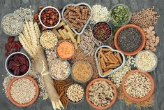 Whole grains: Have your bread and eat it too. They can form part of a balanced adrenal fatigue diet supporting gut health and weight loss. Healthy Carbs, Healthy Eating, Adrenal Fatigue Diet, High Carb Diet, Whole Grain Cereals, Troubles Digestifs, Diabetes, Fiber Rich Foods, Healthy Living Tips