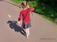 15 ways of outdoor play for toddlers and preschoolers / 15 manieren voor buitenspel | AngeliqueFelix.com