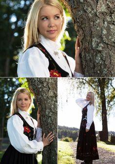 Eikanger foto - konfirmasjon National norwegian costume Medieval Dress, Traditional Dresses, Norway, Youth, Costumes, Photos, Photography, Beauty, Fashion