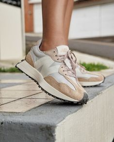 New Balance Outfit, Tan Leather, Trainers, Baskets, Autumn Fashion, Adidas Sneakers, Footwear, Shoe Bag, Casablanca