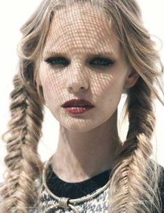We love the look of fishtail braids! The braided hairstyles are timeless and can always make you look youthful and chic. The fishtail braid, also known as the Hair Dos, Your Hair, Hair Arrange, Cool Braids, Gorgeous Hair, Braided Hairstyles, Hair Inspiration, Fashion Inspiration, Hair Makeup