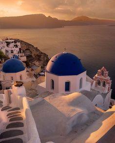 Oia, Santorini - Greece. Picture by @leeduguid