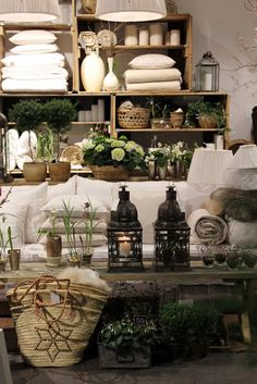 visual merchandising for home products // seventeendoors: flowers & tine k