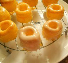 Rosquillas de Alcala ~ Pasteles de colores Spanish Desserts, Donut Muffins, Plum Cake, Food N, No Bake Desserts, Yema, Deserts, Sweets, Candy