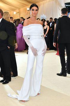 Blake Lively Arrives in Versace to the Met Gala X Kardasian, no: Kendall Jenner Gala Dresses, Red Carpet Dresses, Nice Dresses, Sheath Dresses, Formal Dresses, Kendall Jenner Estilo, Kendall Jenner Outfits, Kendall Jenner White Dress, Kendall Jenner Jumpsuit