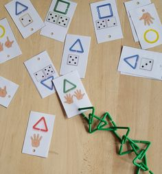 Game: the geometric links I have been trying for a while to exploit my geometric links and I think I have found how to do it. Little simple game that highlights several skills: counting, shapes, colors, and recognition … Toddler Activities, Preschool Activities, Petite Section, Classroom Games, Maria Montessori, Matching Games, Kindergarten Math, Preschool Crafts, School Projects