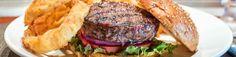 Las hamburguesas otra de las comidas tipicas fast food de New York. Listado de los mejores lugares donde sirven las mejores hamburguesas