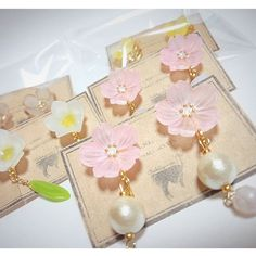 春なラインナップ 今日は寒くて夜中にはみぞれが降るかもしれないそうで 梅は見頃を迎え、桜まであと少し 凍える季節を越して晴れやかに咲く花の季節が楽しみです #プラ板 #プラバン #shrinkplastic #プラバンアクセサリー #handmadeaccessory #handmadejewelry #handmade #花 #flower #手仕事 #ピアス #pierced #accessory #minne #イヤリング #桜 #プルメリア #菜の花 #梅 #コットンパール #チェコビーズ