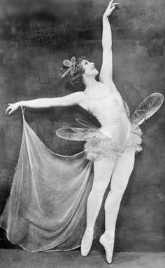 Fairy Dance, unknown model -via noonesnemesis Vintage Ballerina, Vintage Dance, Vintage Circus, 1920s Dance, Vintage Pictures, Vintage Images, Ana Pavlova, Belle Epoque, Vintage Fairies