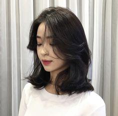 22 Perfect Medium Length Hairstyles for Thin Hair in 2019 - Style My Hairs Medium Hair Cuts, Medium Hair Styles, Curly Hair Styles, Asian Short Hair, Short Hair Korean Style, Hair Cuts Asian, Asian Hair Dyed, Korean Hairstyle Short Shoulder Length, Korean Hairstyle Bangs