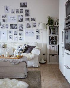 A parede de fotografias da Elisabetta reflete a sua personalidade