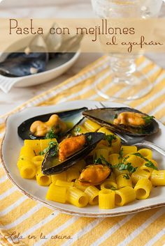 Pasta con mejillones al azafrán Mouth Watering Food, No Cook Meals, I Foods, Food Inspiration, Cantaloupe, Steak, Food Photography, Fruit, Cooking