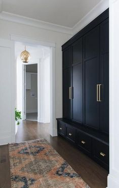A pink, blue, and gray vintage runner sits in front of black drawers accented with brass hardware and topped with a black wood bench top fixed beneath… – Mudroom Entryway Mudroom Cabinets, Mudroom Laundry Room, Mud Room Lockers, Entry Way Lockers, Kitchen Cabinets, Black Drawers, Townhouse Designs, Townhouse Interior, Küchen Design