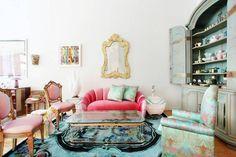 Meet New York City interior designer and stylist Sasha Bikoff and tour her showroom. Designer Sasha Bikoff chats with domino magazine about her new showroom in New York. Interior Rugs, Interior Decorating, Interior Design, Decorating Games, Decorating Websites, Eclectic Living Room, Living Room Designs, Living Rooms, Pink Sofa