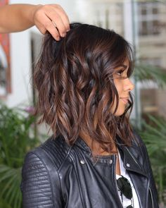 19 Trendsetting Short Brown Hair Colors for 2019 - Style My Hairs Brown Hair Balayage, Hair Highlights, Caramel Highlights, Medium Hair Styles, Short Hair Styles, Hair Medium, Short Hairstyles For Women, Thin Hairstyles, Hairstyles Pictures