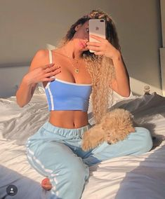 Being a sleepy girl with a busy life is hard 😴 today I amma rest up with my lil boy 🐶 lounge wear from . PS: a lot of… Chill Outfits, Mode Outfits, Casual Outfits, Party Outfit Casual, Ibiza Outfits, Casual Hair, Bar Outfits, Vegas Outfits, Club Outfits