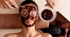 Coffee not only boosts your mood and energy level but it can help improve your skin too. Try this DIY Coffee face mask to get glowing skin Instantly. Chocolate Face Mask, Coffee Face Mask, Honey Face Mask, Uses For Coffee Grounds, Homemade Face Masks, Acne Scars, Glowing Skin, Beauty Hacks, Skin Care