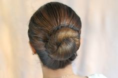 How to Make a Military Bun. A military bun is a particularly tight and neat bun that is required for any long-haired woman in the military. However, the military bun doesn't just have to be for the ladies in camouflage! Bun Hairstyles For Long Hair, Girl Hairstyles, Braided Hairstyles, Military Bun, How To Draw Hair, Trends, Hair Videos, Short Hair Styles, Hair Makeup