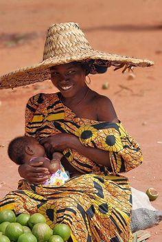 African Woman: breastfeeding around the world African Tribes, African Women, African Beauty, African Fashion, Black Is Beautiful, Beautiful People, Breastfeeding Art, Jolie Photo, World Cultures
