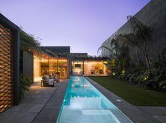 Linda casa moderna com muito verde no México – Barrancas House