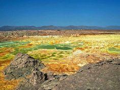 Faszinierend - und gefährlich: die Landschaft an der Danakil-Senke in Äthiopien nahe der Grenze zu Eritra.