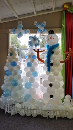 Decorate a school, party or corporate event with amazing balloons that celebrate Christmas and winter! Snowflakes, snowmen, Santa, Rudolph and so much more!  www.partyfiestadecor.com