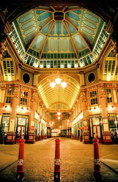 Leadenhall Market ~ London, England. Our tips for things to do in London: http://www.europealacarte.co.uk/blog/2010/07/22/best-london-travel-tips-best-things-to-do-in-london/