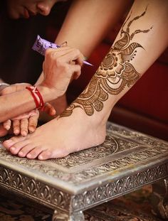 ankle henna application