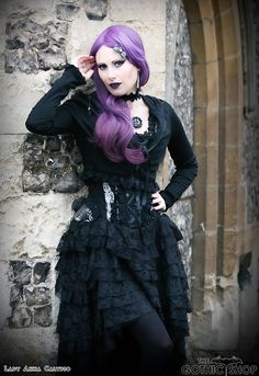 Model Lady Anna Calypso Ophelie Dress by BurleskaCorsets Vampiria Jacket Tudor Necklace Goth Model, Gothic Outfits, Gothic Jewelry, Velvet, Anna, Lady, Clothes, Moon, Dresses