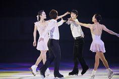 『花は咲く』では、羽生と荒川静香さん、本田武史さん、鈴木明子さんが共演