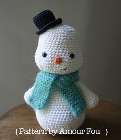 Snowman Free Amigurumi Pattern ( Scroll Down below Spanish Pattern) http://blog-amourfou-crochet.blogspot.com.ar/2014/03/patron-gratis-y-si-hacemos-un-muneco.html?m=1