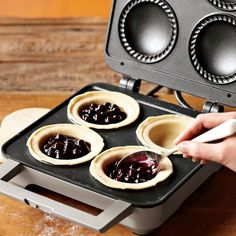 Breville Pie Maker: Make your favorite mini-pies, sweet or savory! #Pie_Makeer #Breville