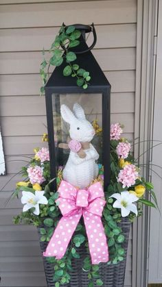 60 Outdoor Easter Decorations ideas which are colorful and egg-stra special - Hike n Dip : Easter Outdoor decorations are the best way to bring in the Spring and Easter vibe in your home .Check out Outdoor Easter Decorations Ideas for Easter Party. Diy Easter Decorations, Decoration Table, Outdoor Decorations, Easter Centerpiece, Table Centerpieces, Diy Osterschmuck, Easy Diy, Easter Projects, Easter Ideas
